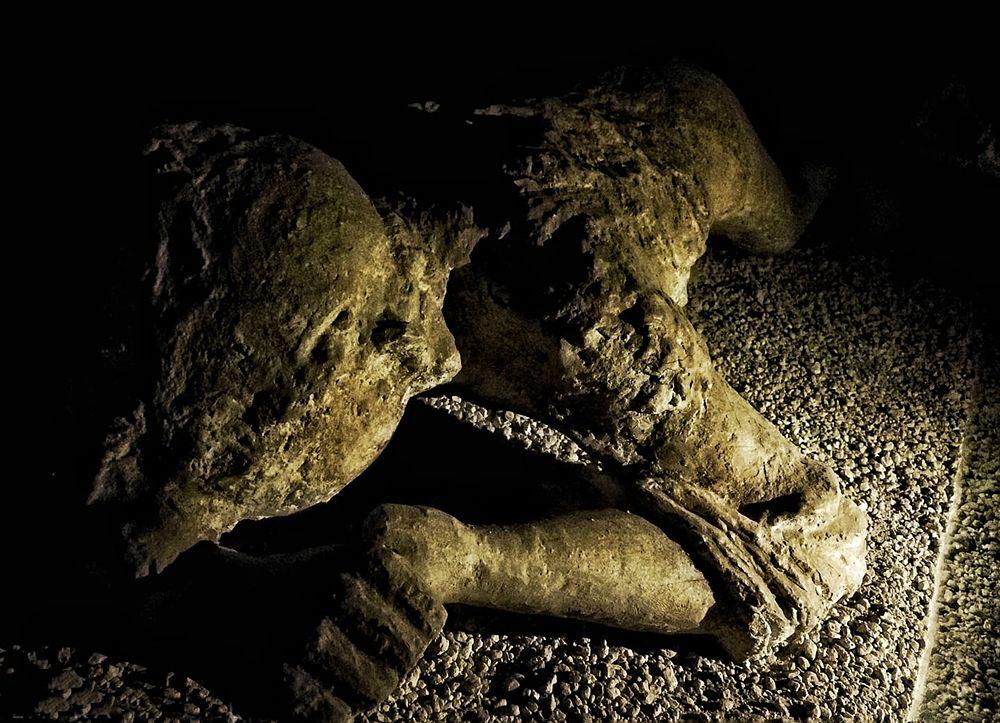 Uno dei corpi dei pompeiani periti nella terribile eruzione del 79 d.C. - Ph. Laura Noviello