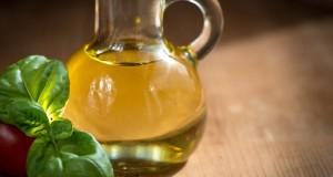 Una sostanza dell'olio d'oliva contrasta i tumori intestinali. La scoperta all'Università di Bari