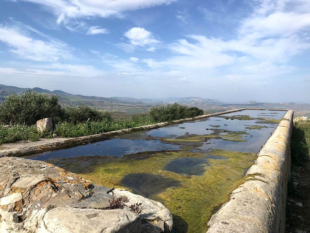Antico abbeveratoio lungo la Trasversale Sicula