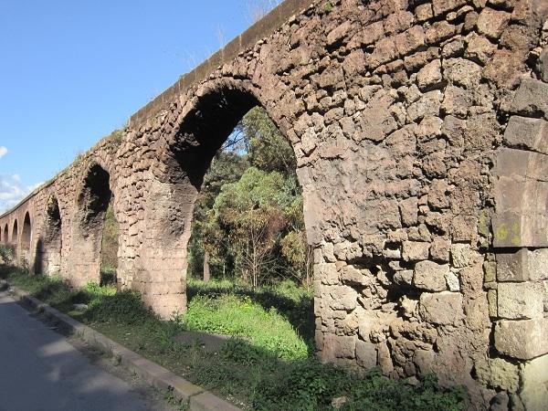 Alcune delle arcate dell'Acquedotto del Triglio, Taranto - Ph. © Alessandro Romano