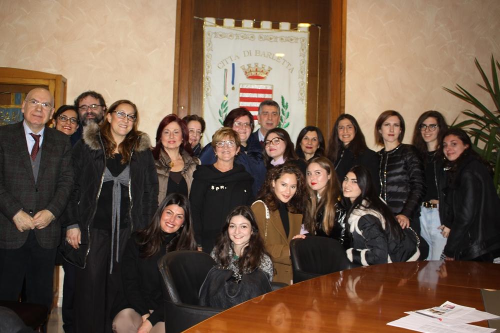 Il coro femminile Ilse Weber Choir con il sindaco di Barletta Mino Cannito (a sin.), il M° Francesco Lotoro e la cantante Anna Maria Stella Pansini - Ph. © Luciana Doronzo