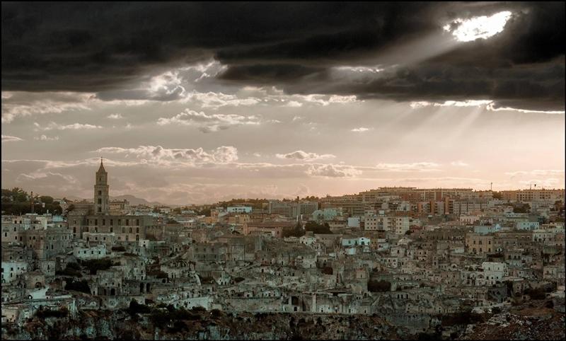 Un'insolita Matera 'dark' nell'immagine di Francesco La Centra ©