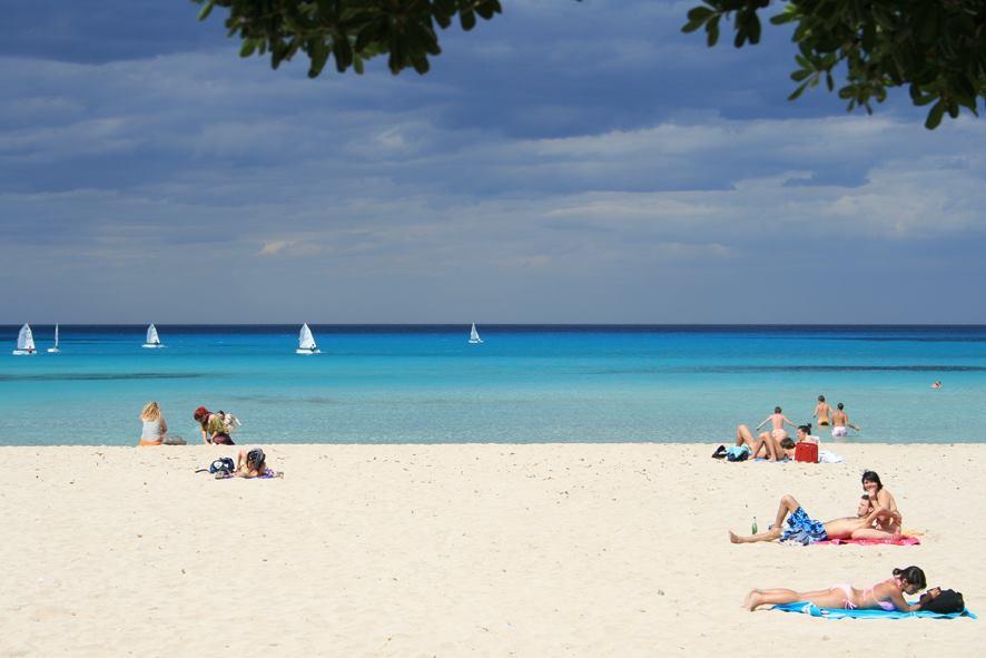 Scorcio della spiaggia di Mondello (Palermo) - Image source