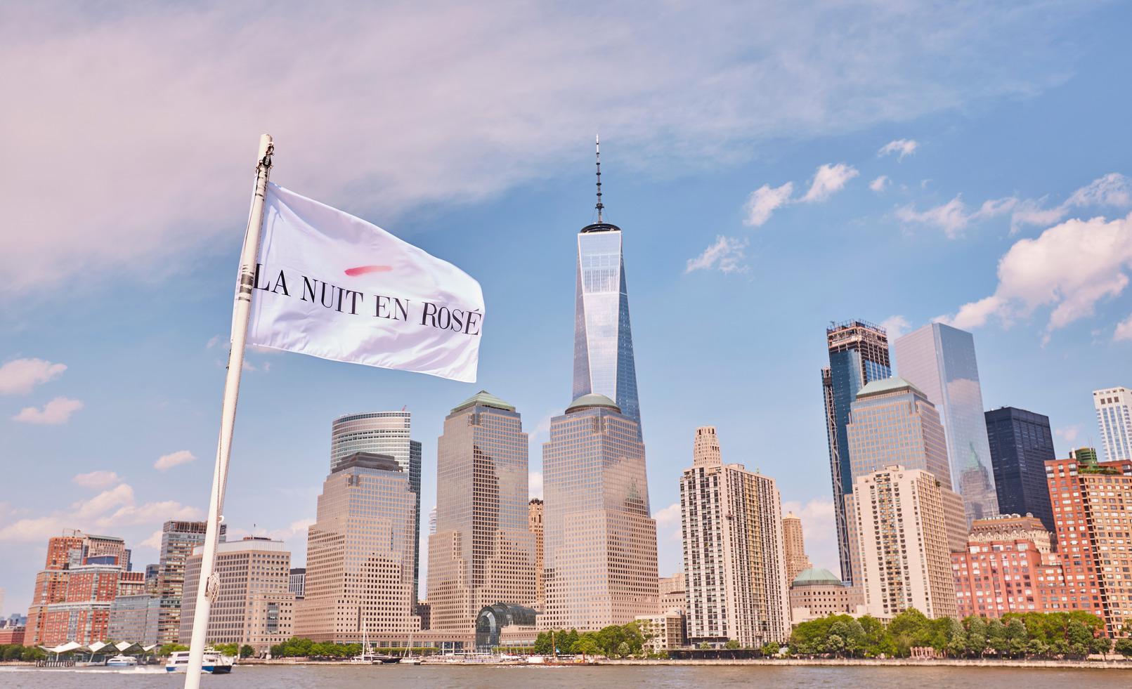 """Sulla skyline di New York sventola il vessillo di """"La Nuit en Rosè"""""""