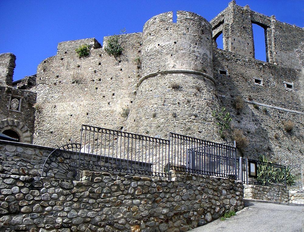 Castello di Squillace (CZ) - Image source