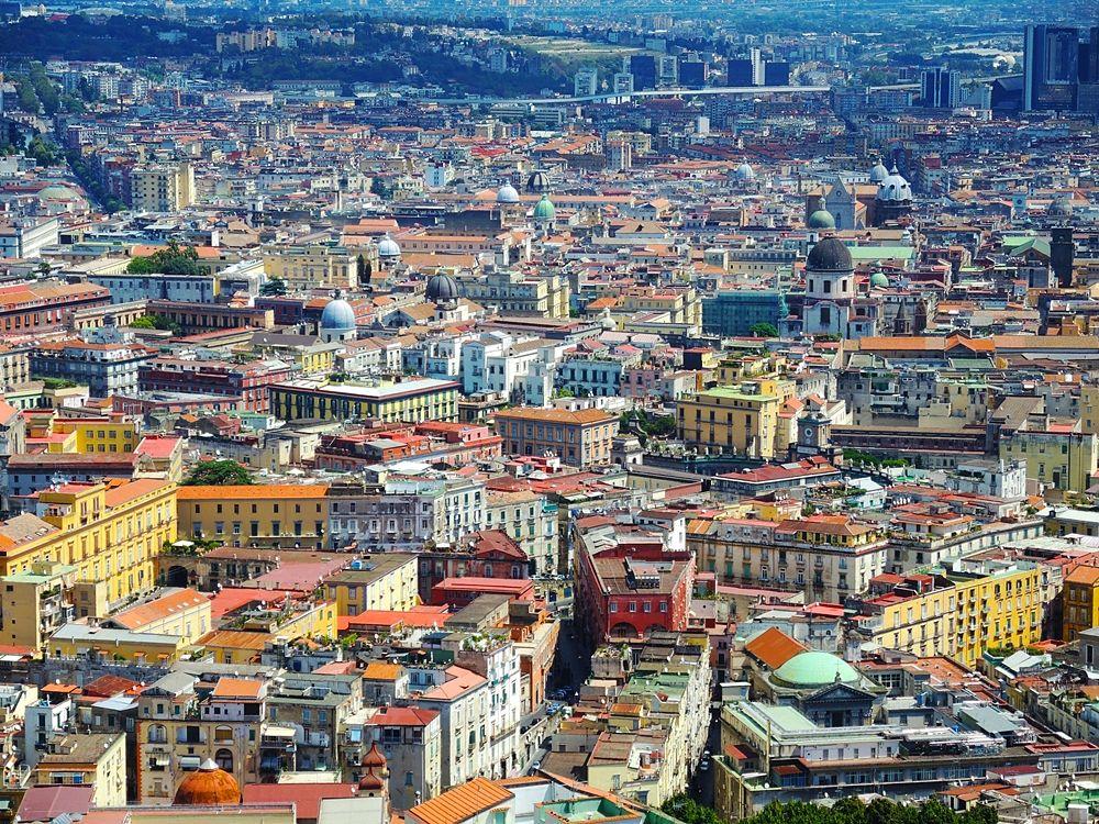 Scorcio aereo del centro storico di Napoli