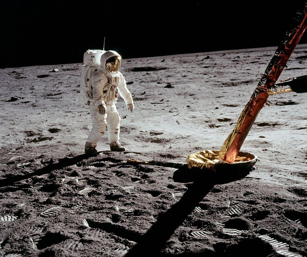 L'astronauta Buzz Aldrin nei pressi del modulo lunare, 1969