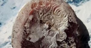 Monili e amuleti contro la malasorte. A Pompei torna alla luce l'armamentario di una maga