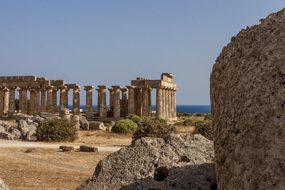 Scorcio del Parco Archeologico di Selinunte sullo sfondo del Mediterraneo - Ph. courtesy © Aurelio Candido