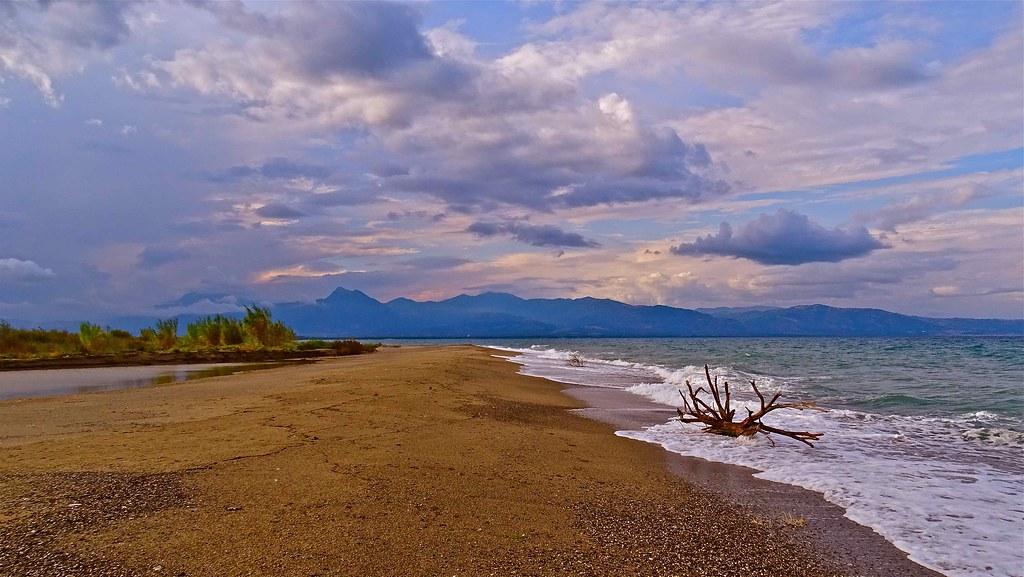 La spiaggia alla foce del fiume Crati - Ph. Stefano Contin