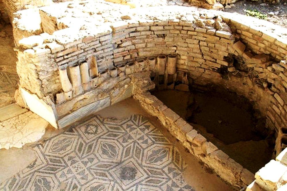 Locale absidato con tratti pavimentati a mosaico, Villa romana di Gerace, Enna, IV sec. d.C.