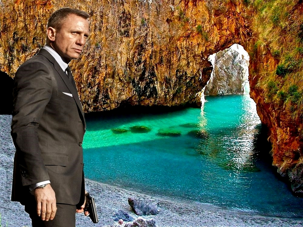 James Bond (Daniel Craig) all'Arcomagno, S. Nicola Arcella (Cs) - Photocomposition on Stefano Contin picture