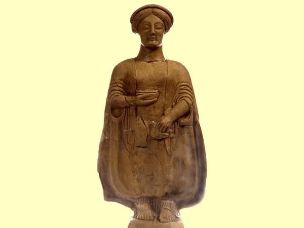 Statuetta di offerente, terracotta, V sec. a.C., da Medma, Museo Archeologico di Medma, Rosarno (RC)
