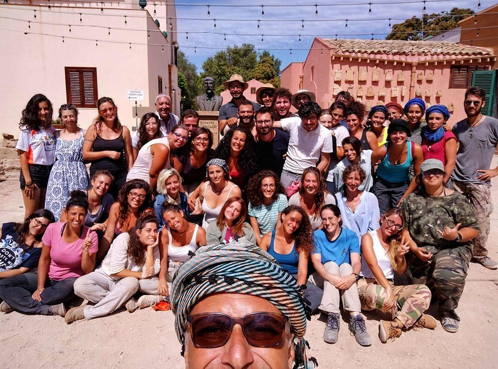 Selfie per il prof. Nigro e il team di cui hanno fatto parte anche 50 studenti di archeologia - Image by Missione Archeologica Mozia
