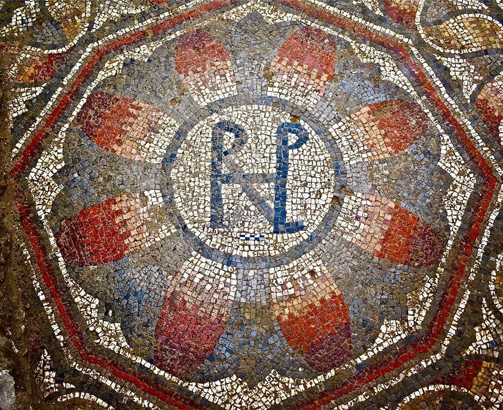 Part. di mosaico con monogramma della Villa romana di Contrada Gerace a Enna