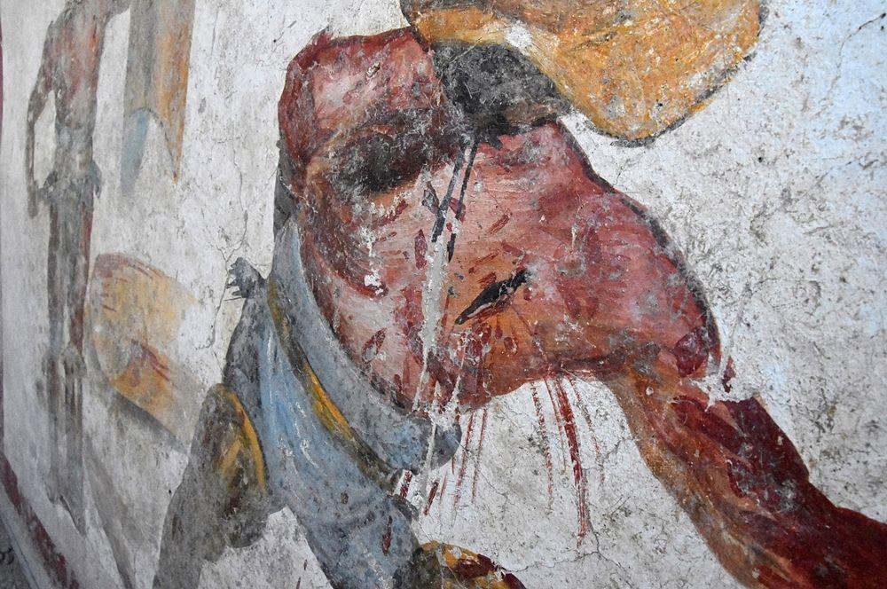 Part. dell'affresco rinvenuto a Pompei: in primo piano le ferite al torace del gladiatore soccombente