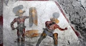 Un aspro scontro tra gladiatori nell'affresco appena rinvenuto a Pompei