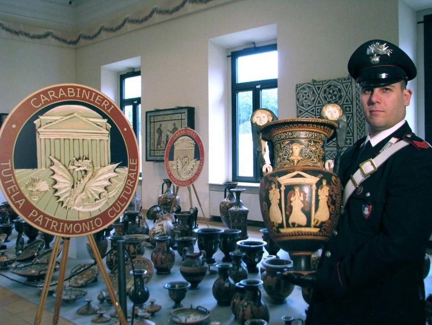 Reperti archeologici recuperati dal Nucleo Tutela Patrimonio Culturale dei Carabinieri, in mostra alla sede UNESCO di Parigi
