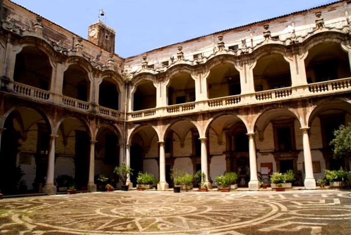 Scorcio del chiostro dell'ex convento dei Padri Crociferi, XVIII sec., Catania