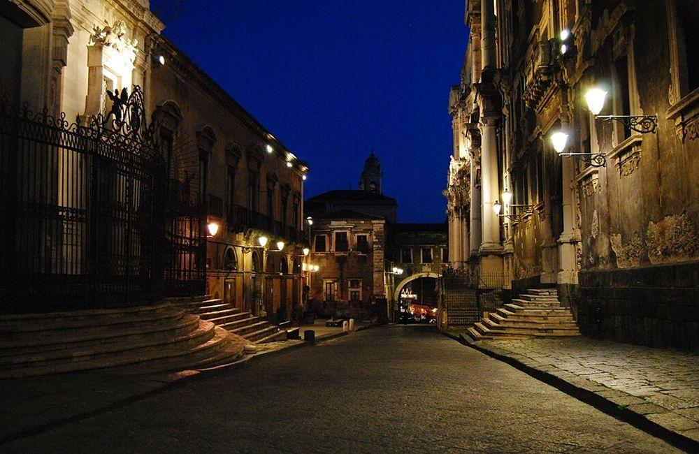 Scorcio notturno di Via dei Crociferi, Catania - Ph.  Andrea Mirabella |