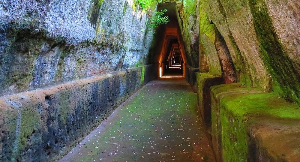 Grotta della Sibilla, Cuma (Napoli) - Ph. Gianfranco Vitolo | ccby-sa2.0