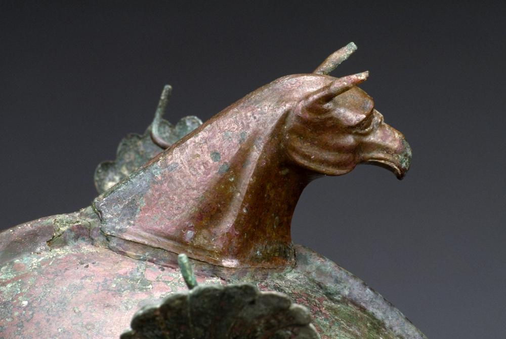 Elmo greco di tipo calcidico (part. del cimiero in forma di grifo), 350-300 a.C., Getty Museum, Los Angeles