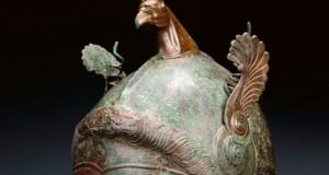 Proverrebbe da Pietrapaola uno splendido elmo in bronzo custodito al Getty Museum
