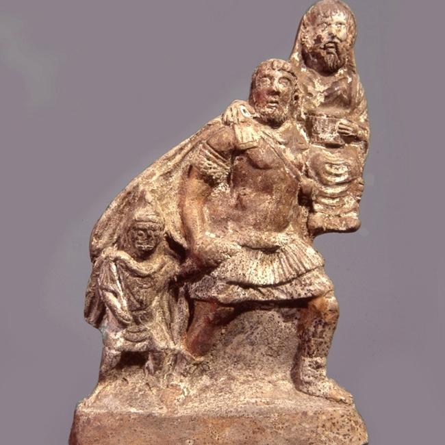 Gruppo in terracotta raffigurante Enea in fuga da Troia con il padre Anchise sulle spalle e il figlio Ascanio condotto per mano, databile al I secolo d.C., rinvenuto a Pompei