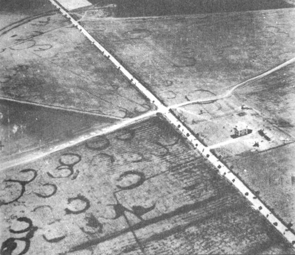 Una delle immagini aeree che rivelarono il sito di Passo di Corvo - Image by J. Bradford, 1945