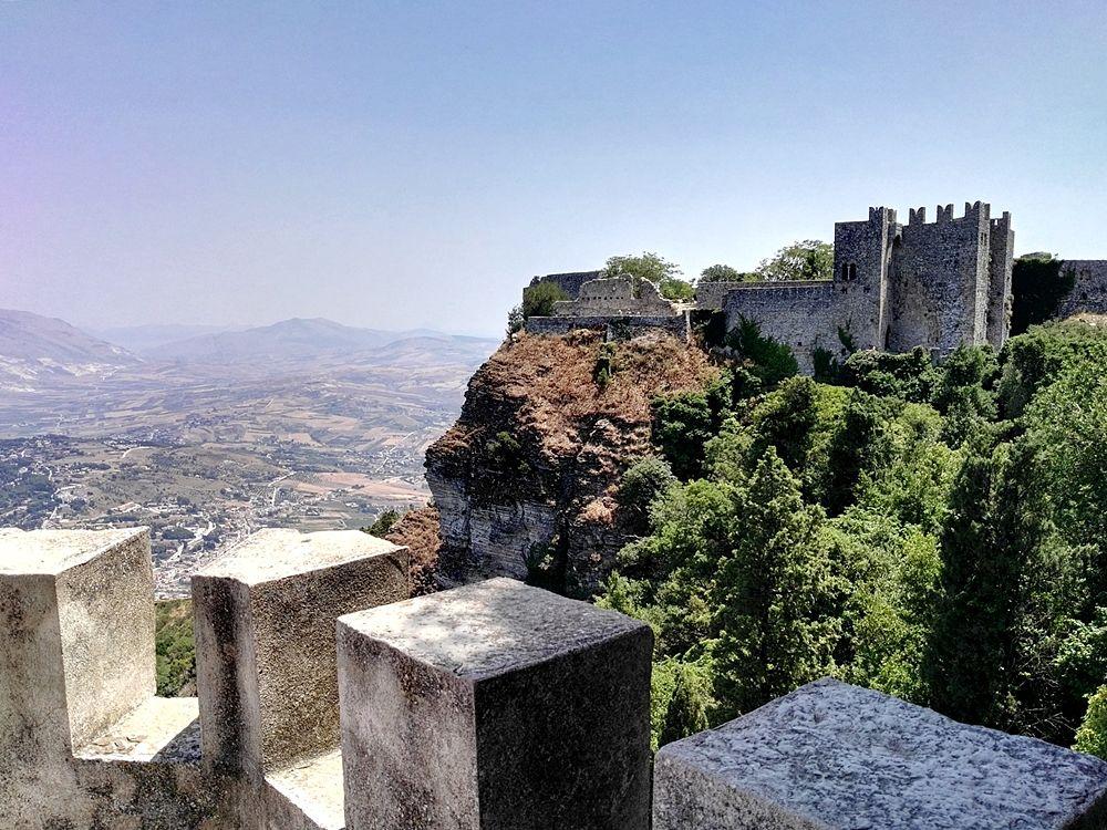 La rocca di Erice (trapani) sede del Castello e già del Tempio di Venere Ericina