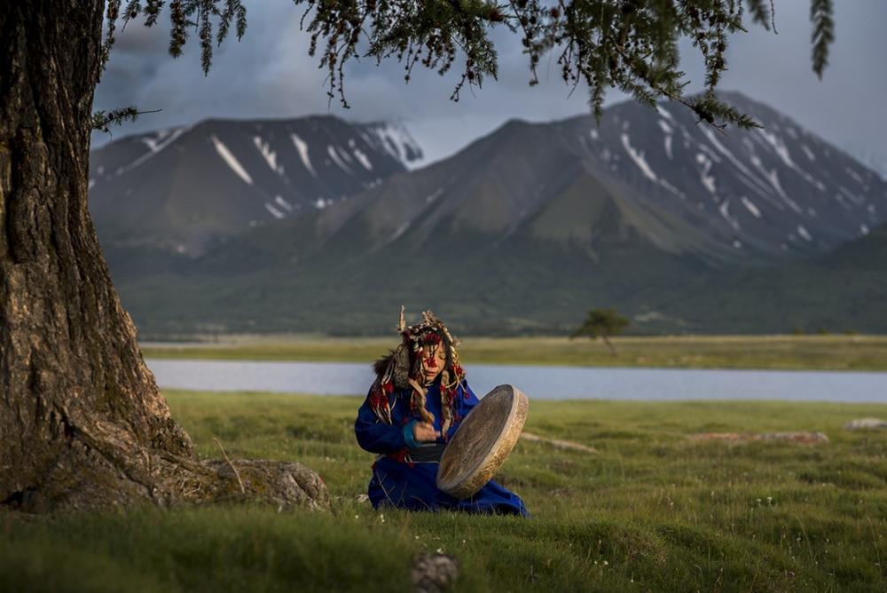 Sciamana di etnia Tuvan, Mongolia | Ph. David Baxendale | ccby-nd2.0