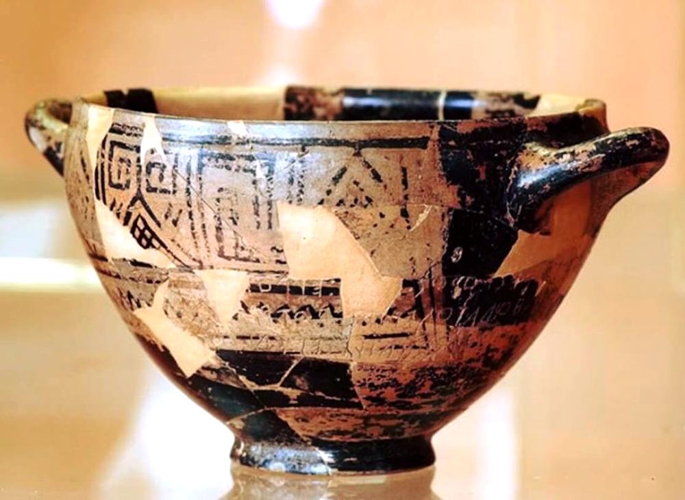 Coppa di Nestore, kotyle in terracotta dell'VIII secolo a.C. - Museo Archeologico di Pithecusae, Lacco Ameno, Ischia