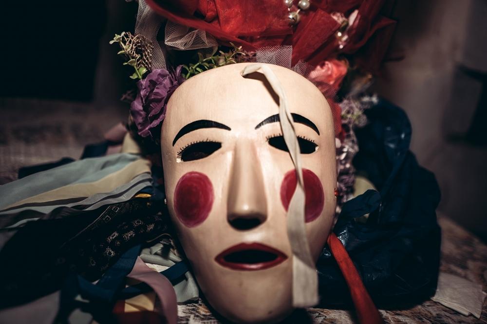 Maschera e copricapo del Połëcënellë Bielle - Ph. © Pierluigi Ciambra