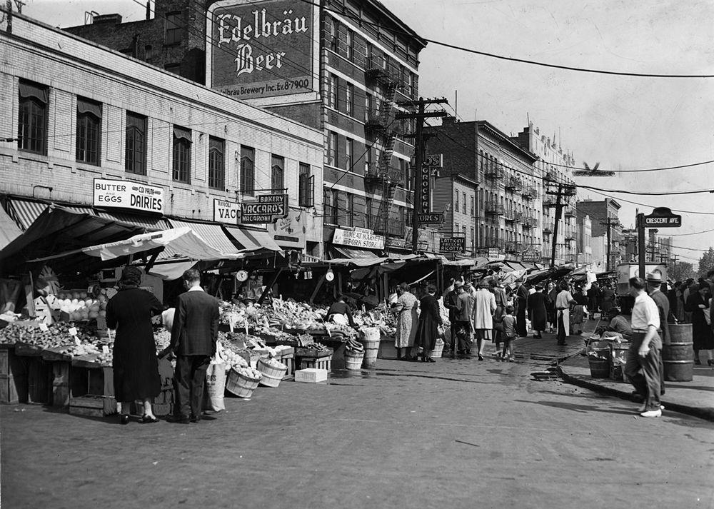 Mercatino rionale degli ambulanti nella Little Italy di Arthur Avenue, Bronx, New York