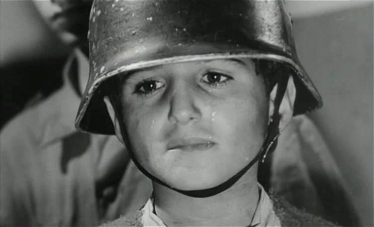 Domenico Formato nei panni del piccolo Gennaro Capuozzo, nell'immagine tratta dal film 'Le Quattro Giornate di Napoli' (1962)