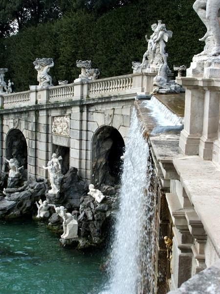 Fontana di Eolo: scorcio con cascata - Image source