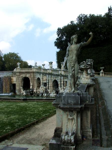 Fontana di Eolo, estremità est dell'esedra - Image source