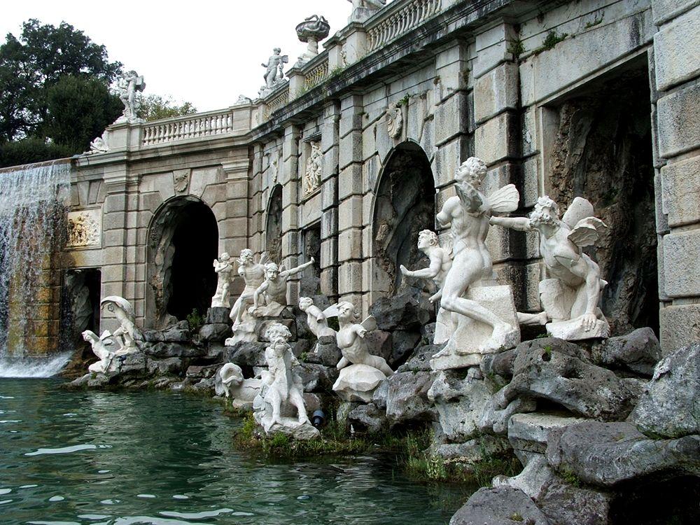 Scorcio della Fontana di Eolo, con i Venti in forma di figure alate - Image source