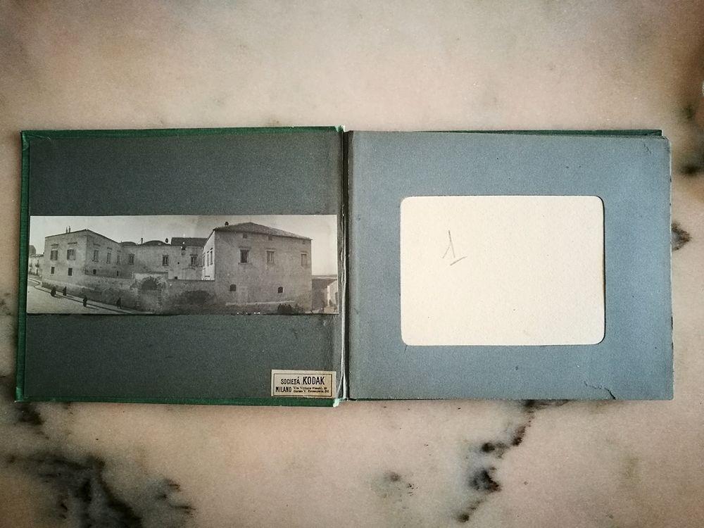 Uno degli album Kodak con le foto di Laval Nugent - Coll. Diciocia