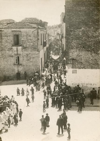Laval Nugent, Processione a Montepeloso (Irsina), 1909 - Coll. Diciocia