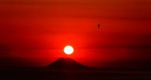 Fuochi a Ponente. Tutte le fasi di un tramonto su Stromboli visto dalla Calabria