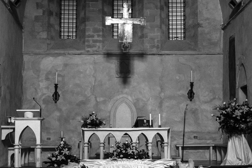 Interno della chiesa con altare oggi a ridosso della zona absidale | Image source