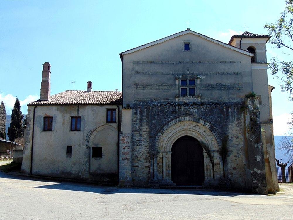 Scorcio del complesso conventuale della Sambucina. A destra ciò che resta della chiesa