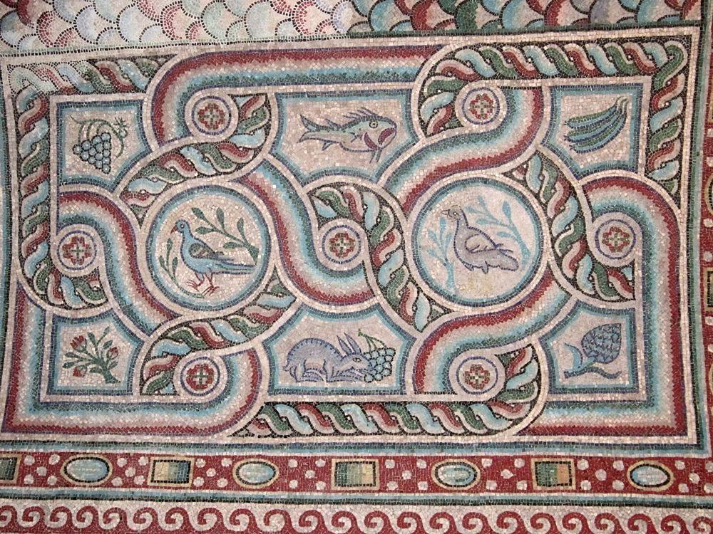 Mosaici bizantini nella Chiesa di S. Maria della Croce (VI° sec. d.C.), part. della volta a botte, Casarano (Lecce) - Ph. © Alessandro Romano