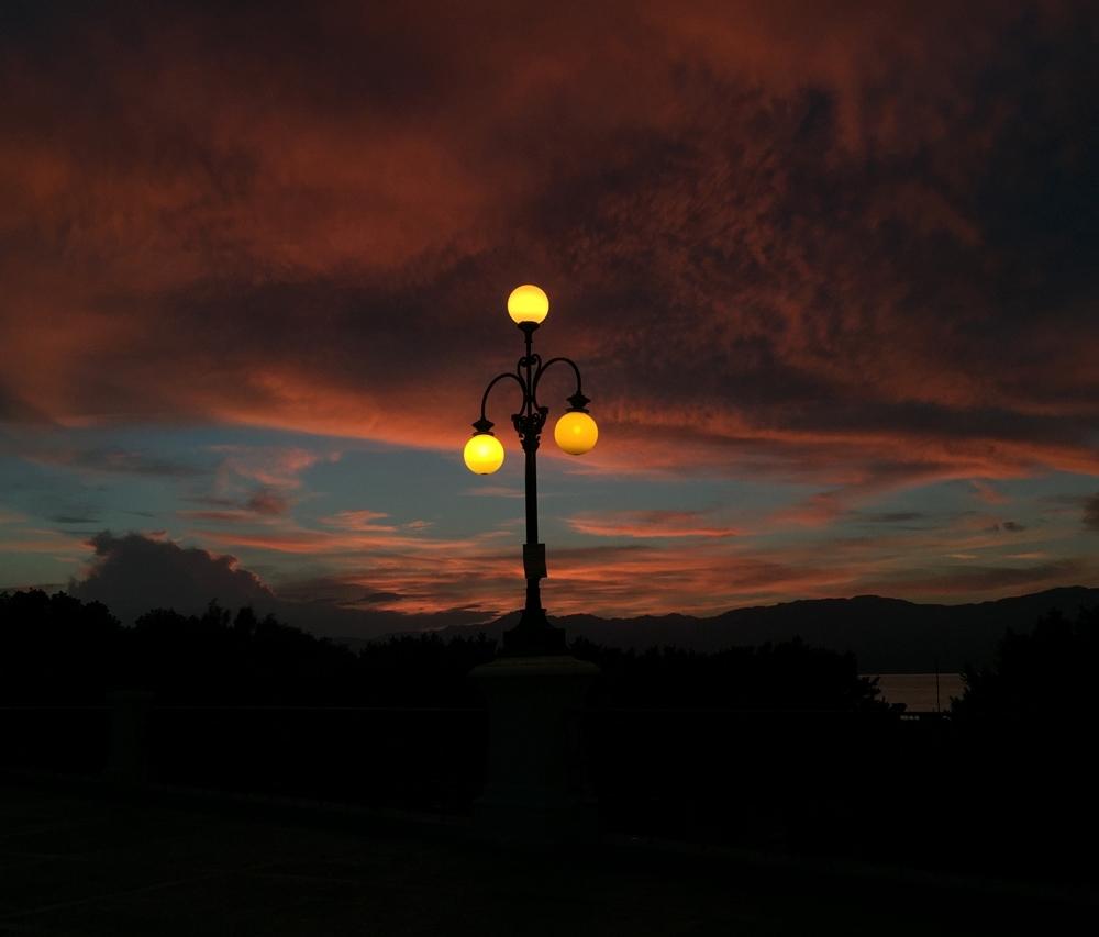 Scorcio del Lungomare di Reggio Calabria al crepuscolo