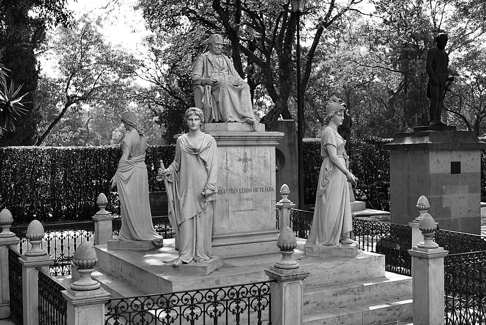 Salvatore Albano, Tomba di Sebastian Lerdo de Tejada nel Panteon Civil de Dolores, Città del Messico