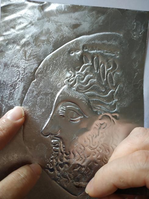È il profilo di un uomo greco...un eroe o un dio...