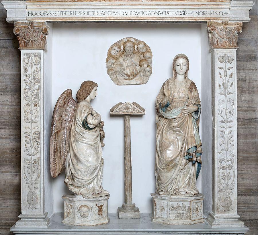 Antonello Gagini, Annunciazione, 1504. La luce rivela i dettagli policromi superstiti