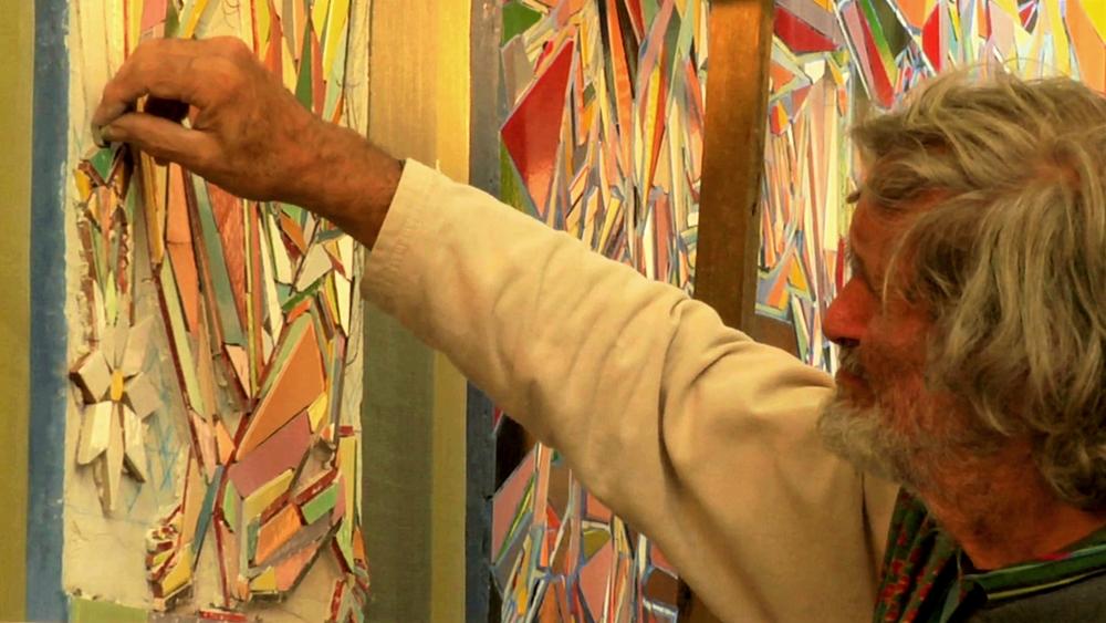 Nik Spatari lavora ai suoi mosaici - Frame tratto dal documentario Futuro Arcaico di Michele D'Ignazio