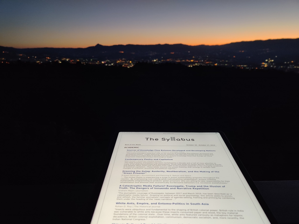 The Sillabus sullo sfondo della Valle del Crati, Rose (CosenzaI - Ph. Evgenij Morozov / Twitter)